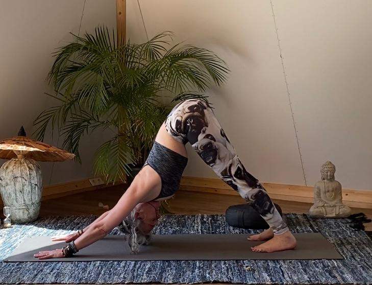 Downward facing dog yogapose festivalleggings